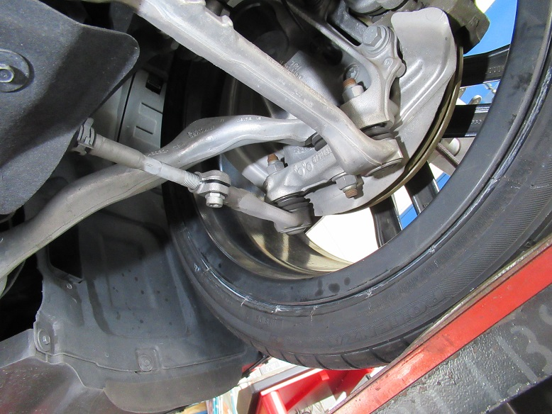 タイヤ交換の際に..BMW F30 320d アライメント調整
