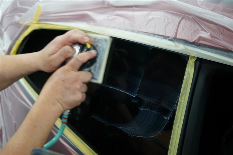 ガラス面の磨き作業を終え
