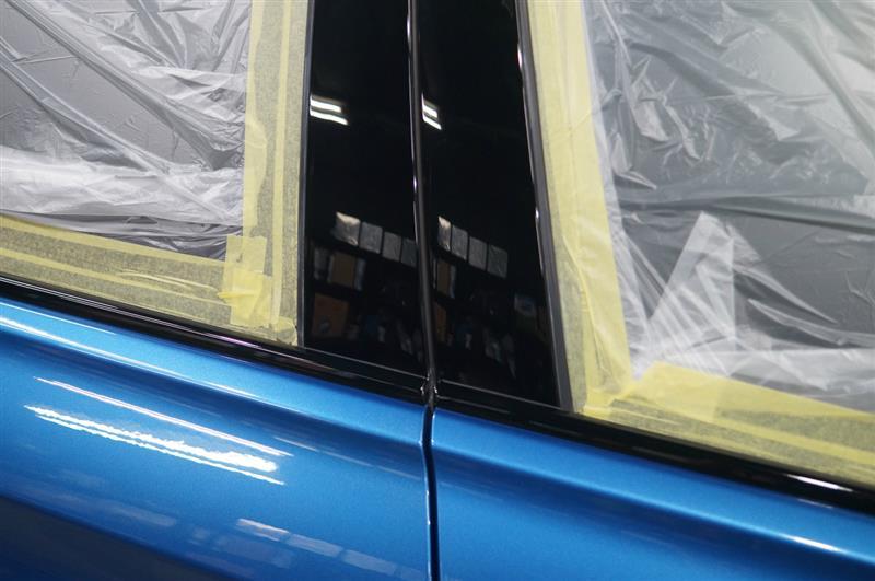 硬化の進んだ1層目のガラス被膜に2層目のガラス被膜の塗り込みです^^