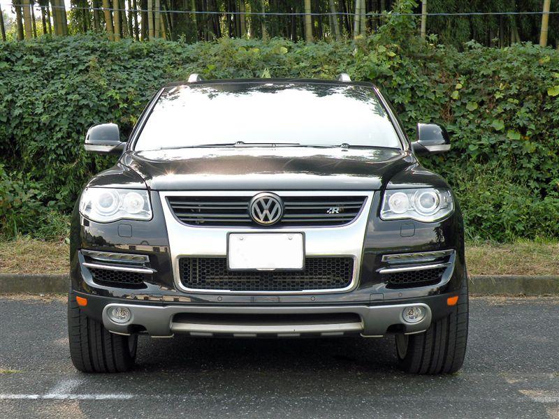 トゥアレグ本国VW純正 R-Line フロントグリル(その後)の単体画像