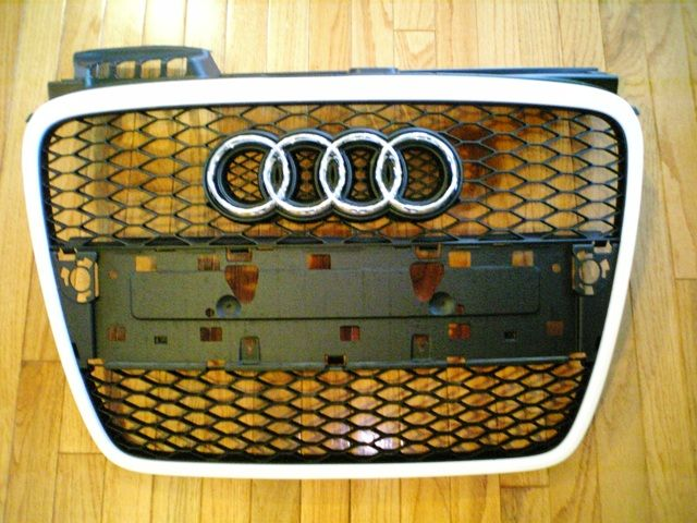 RS4アバント (ワゴン)ホワイトリミテッド 純正グリルの単体画像