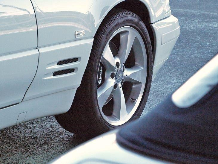 SLMercedes Benz R230 SL600 Genuine Alloy Wheelsの単体画像