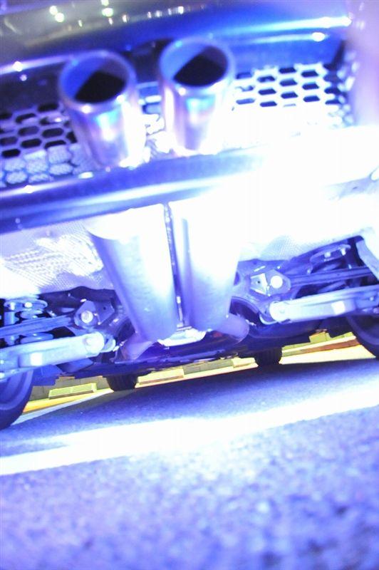 B3 BiTurbo リムジンワンオフ カーボンマフラーの単体画像