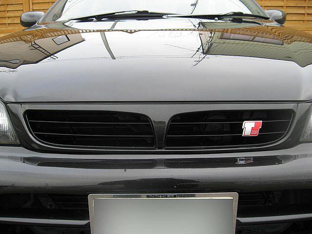コロナ欧州トヨタ純正 カリーナE後期仕様グリルの単体画像