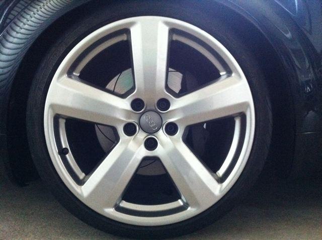 S6 (セダン)Audi RS6純正ホイールの単体画像