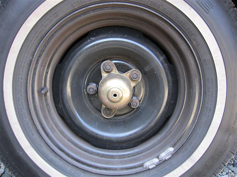 カプリスシボレー純正 Steel Wheel, 15 X 7, 4 Slot, Black の単体画像