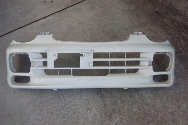 ミニカトッポ三菱純正 フォグ付き専用フロントバンパーの単体画像