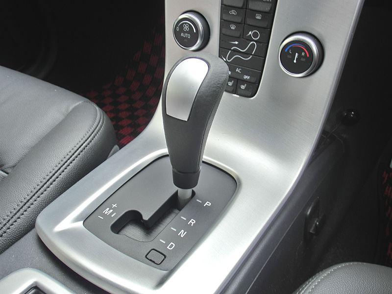 Genuine Volvo  本革巻/アルミニウム・シフトノブ