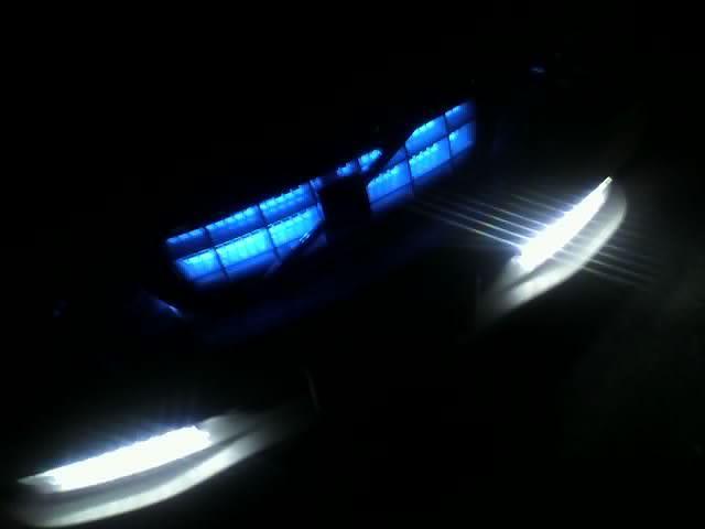その他ボルボ  XC70グリル グランドライト ブルーLEDの単体画像