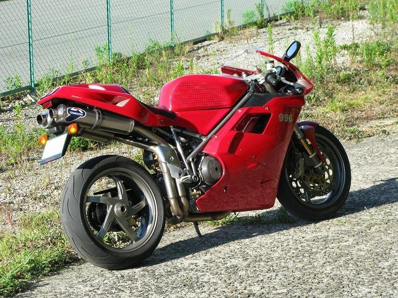 996テルミニョーニ チタン スリップオンマフラーの単体画像