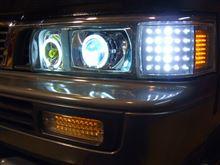 キャラバンコーチワンオフ特注 イカリング 4灯ヘッドライト ワンオフ特注 イカリング 4灯ヘッドライトの単体画像