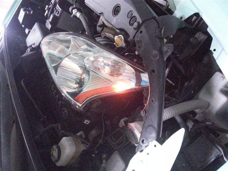 トヨタ(純正) 前期ヘッドライト