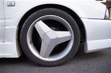 アベニールカーゴメーカー・ブランド不明 17インチアルミホイールの単体画像