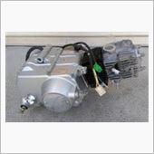 中華? 中華110cc(107)TZHと刻印の有る1次マニュアルクラッチエンジン
