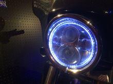 """ストリートグライドHARLEY-DAVIDSON 7""""LEDヘッドランプアッセンブリー ウイズマウティングリングの単体画像"""