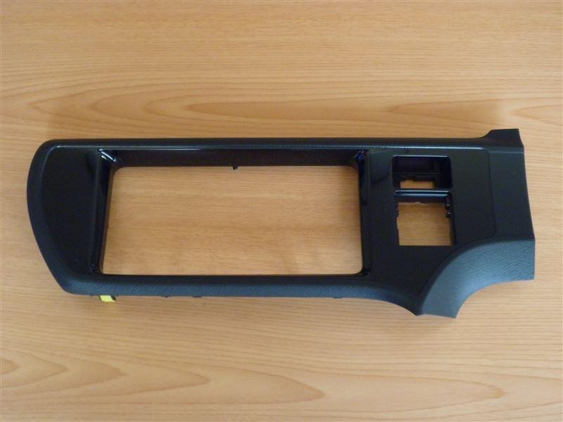 トヨタ(純正) インストルメントクラスタフィニッシュパネルSUB-ASSY CTR