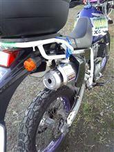 ジェベル250XCAuto Rimessa DR250R用ボディCOMP マフラーの全体画像