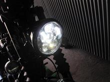 XL883Nハーレーダビッドソン(純正) Daymaker LEDヘッドライト グロスブラックの全体画像