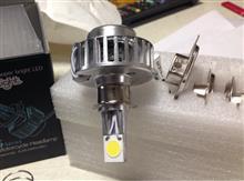 Dio 110 (ディオ110)不明 バイク LED ヘッドライト Hi/Lo切替式 18W 2000LM 強力 3面発光 6V-36V 対応 冷却ファン内臓 H4 電源コネクター付きの単体画像