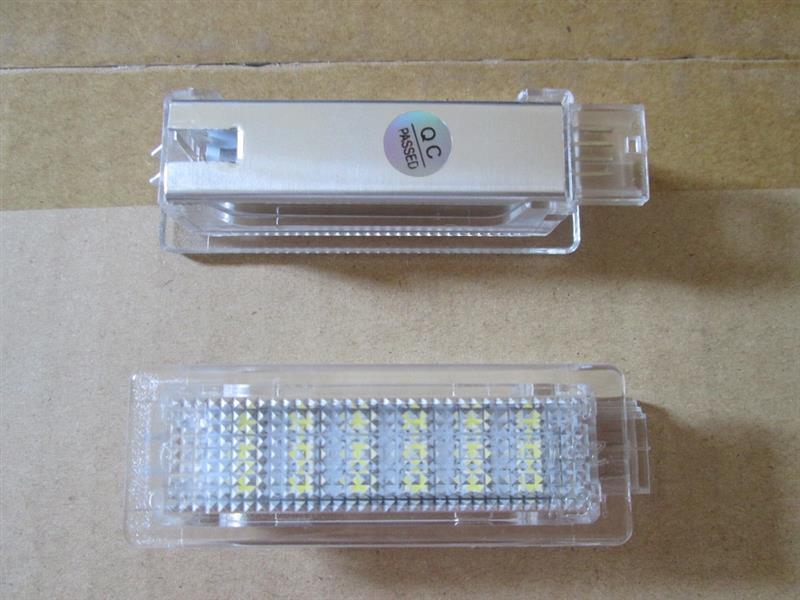 不明 LEDインテリアランプ カーテシ&フットライト