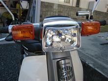 スーパーカブ 90 カスタムアウトスタンディングモーターサイクル カスタム用 マルチリフレクターヘッドライトの全体画像
