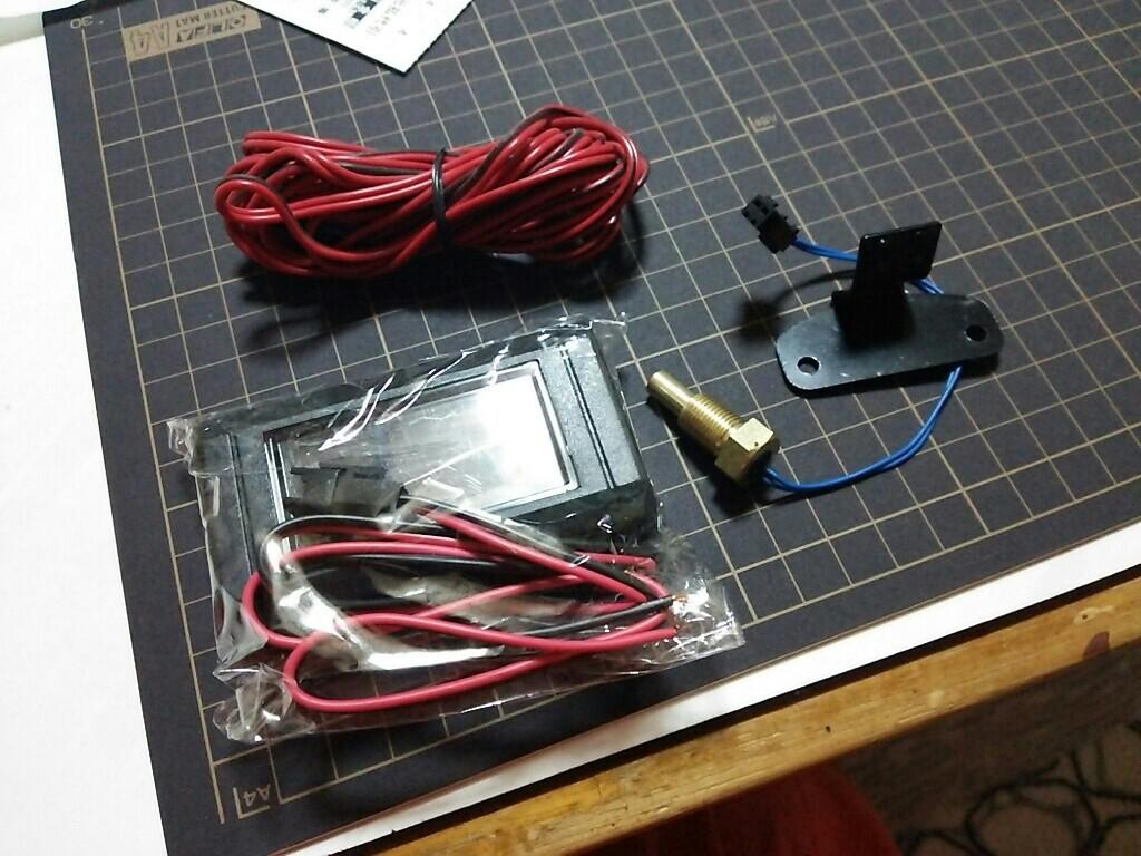 無名 汎用デジタル水温・電圧計