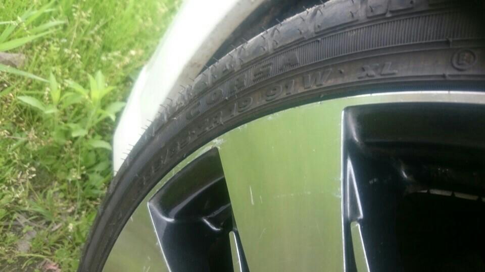 インドネシアタイヤメーカー Corsa 2233 235/35R19