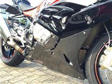 S1000RRFafs カーボンエンジンスポイラーの単体画像