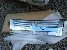 キャンター三菱自動車(純正) メッキフロントグリルの単体画像