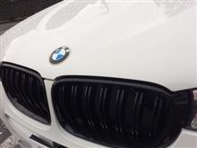 X4X4(F26)用 BMW M-Look フロントグリル の単体画像