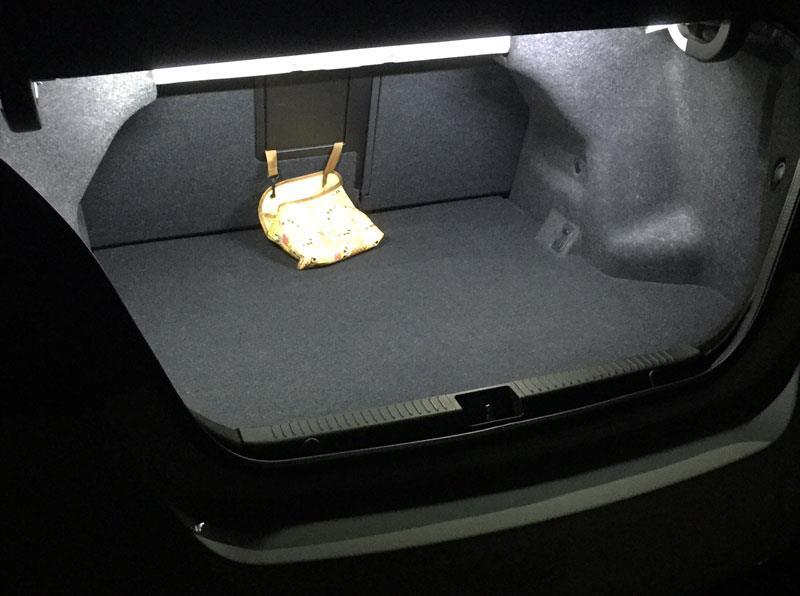 メーカー・ブランド不明 トランク内にランプ増設