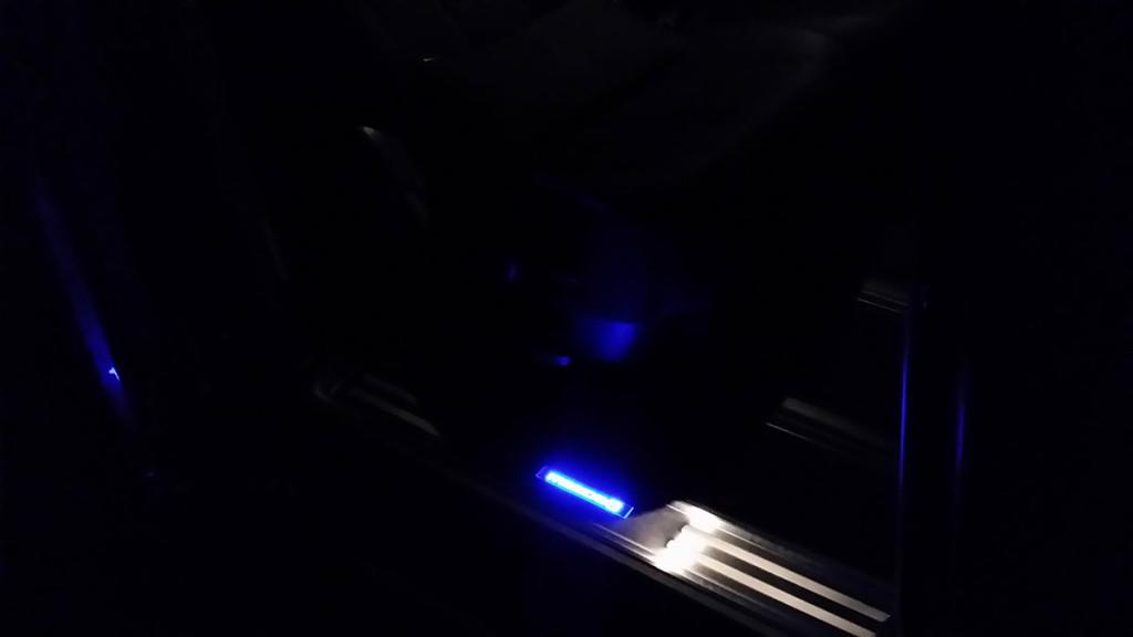 メーカー・ブランド不明 LEDスカッフプレート(ブルー)