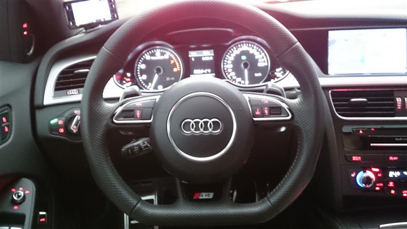 Audi純正(アウディ) RS5 レザーフルパンチング フラットボトム