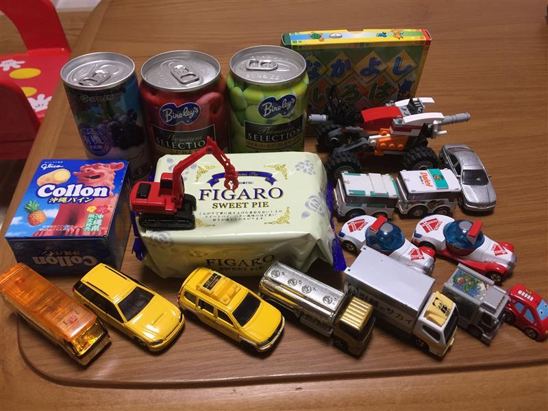 りんゆうRKさん宅から息子が半ば強引に… ジュースとお菓子とミニカー(核爆)