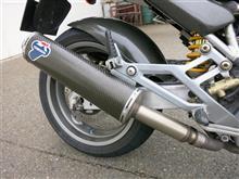 MONSTER 1000S ieテルミニョーニ カーボンスリップオンマフラーの単体画像