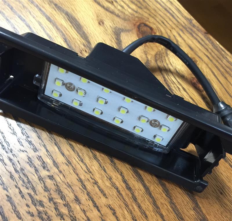 不明 LEDライセンスランプ