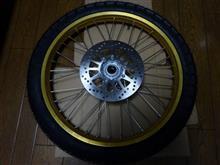 セロー250ワイズギヤ フロントホイールASSY ゴールド 3C5251020035の全体画像