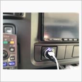 不明 USB携帯充電器