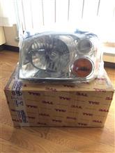 フロンティアTYC イギリスニッサン ナバラ用ヘッドライトの単体画像