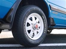 レオーネツーリングワゴンスバル純正 AA系レオーネ用 8スポークスチールホイール & ステンレスセンターキャップ (北米共通品)の単体画像
