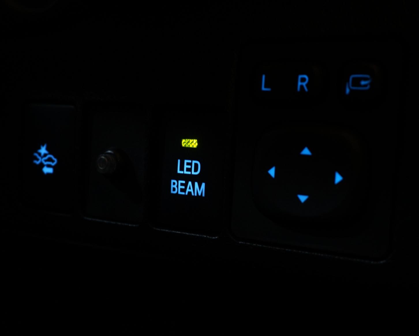 トヨタ(純正) LED BEAMスイッチ