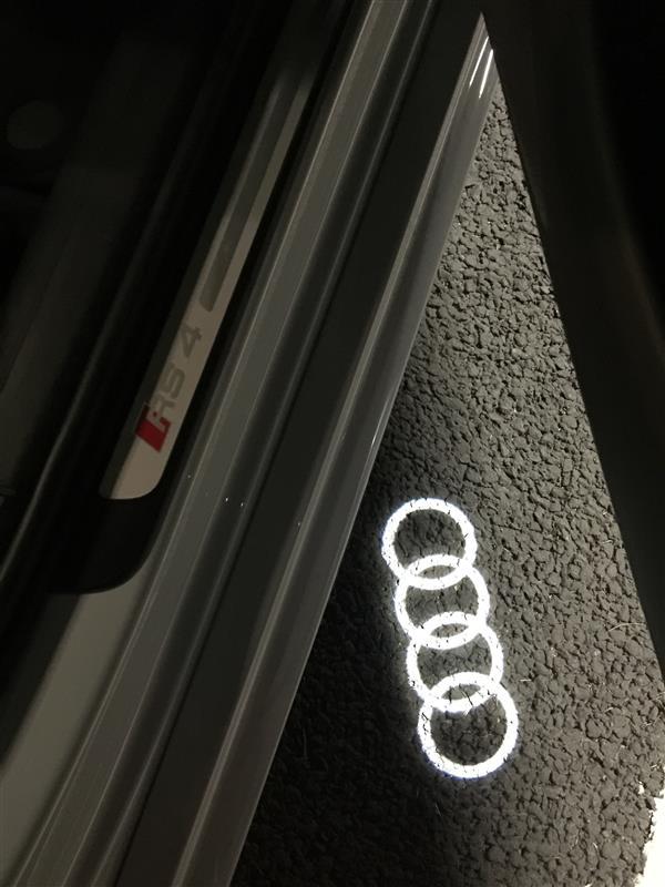 Audi純正(アウディ) ドアエントリーライト