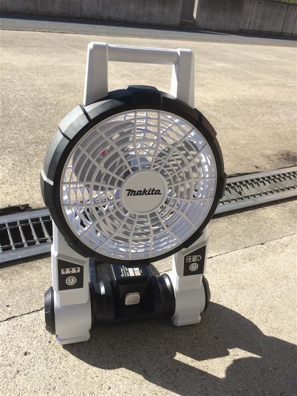 マキタ  充電式ファン CF201DZW