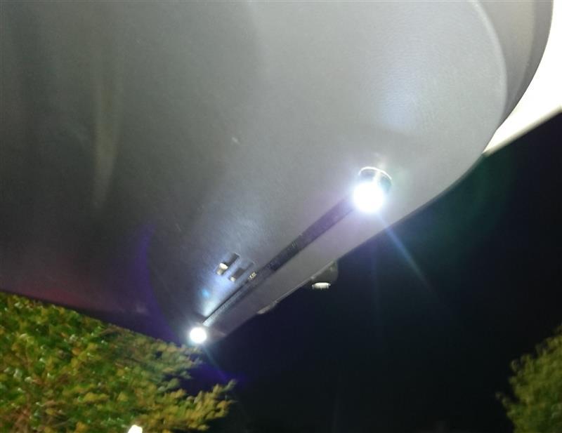 不明 ボタン型LED 裏面フラット