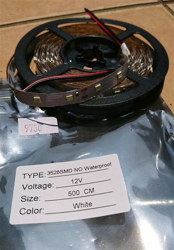 メーカー不明 LEDテープライト5m 白色