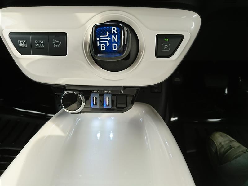 星光産業 USBソケット EE-206