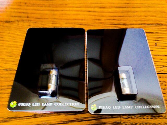 ピカキュウ T8×28mm型 【無極性 】 HYPER3chip SMD LED 2連枕型ルームランプ LEDカラー:ペールイエロー【色温度:4300K】