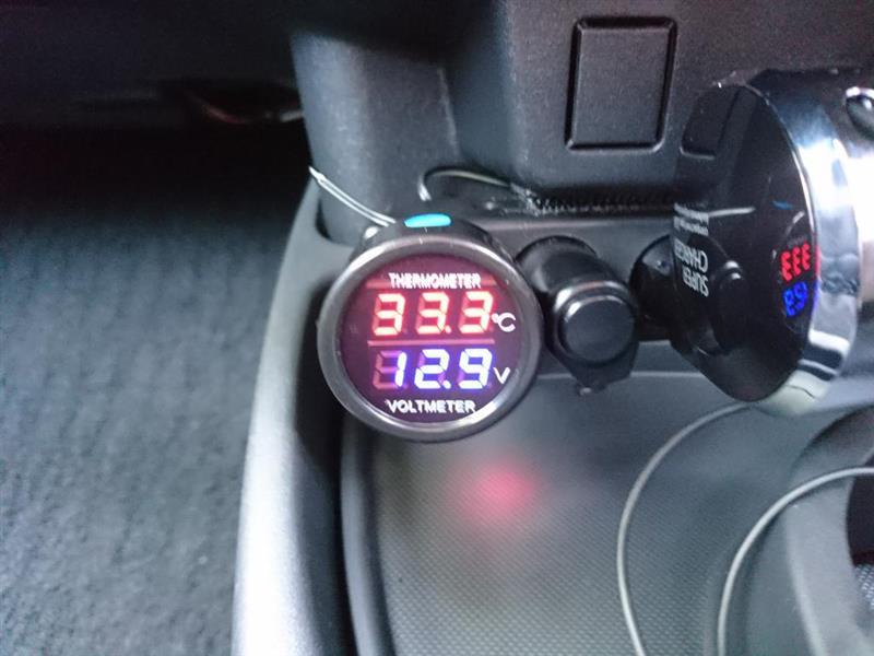 不明 シガーライター式LEDデジタル温度計電圧計2in1