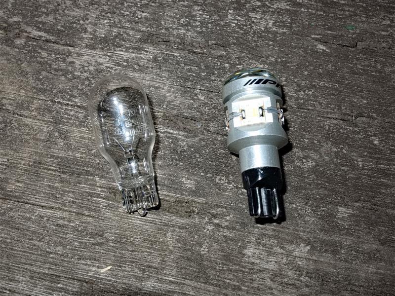 IPF LED BACK LAMP BULB 303BL 6000k T16
