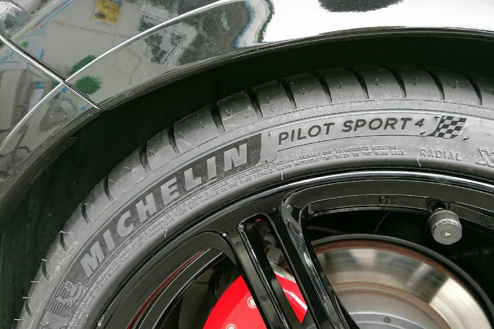 MICHELIN Pilot Sport PILOT SPORT 4 225/40ZR18